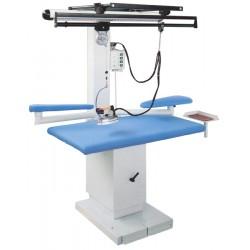 Table COMEL présenté avec 1 fer et les options jeannette, coussin, suspension de fer et éclairage
